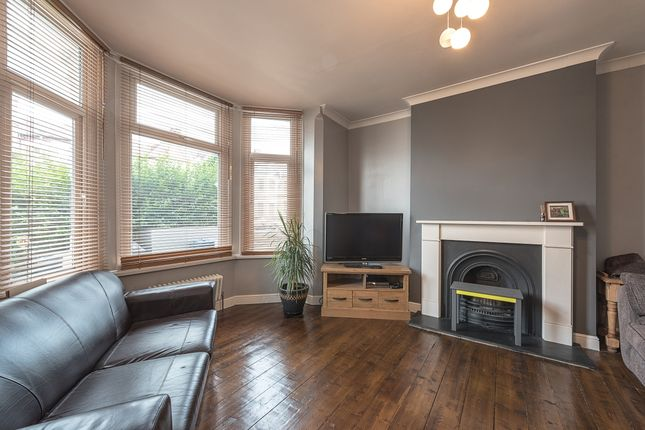 2 bed flat to rent in Sydney Road, London