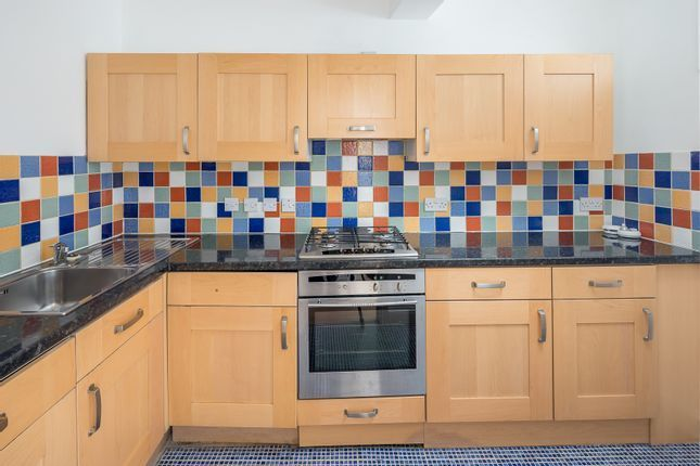 2 bed flat to rent in Upper Street, London N1