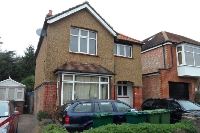 Flat to rent in Sidney Road, Staines