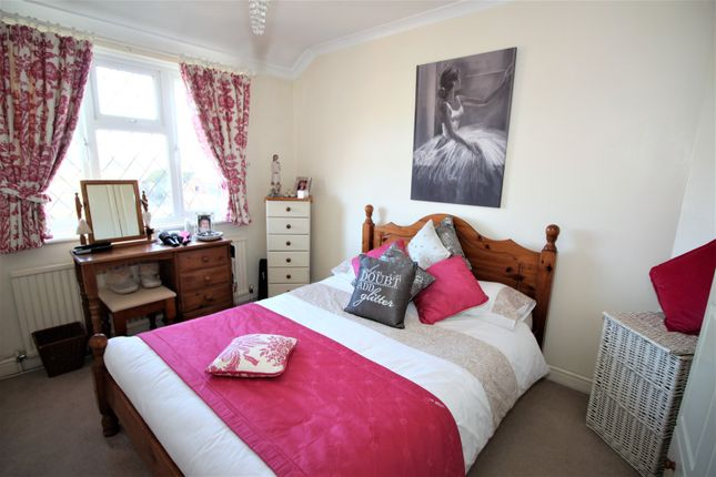 Bedroom of Canons Lane, Tadworth KT20
