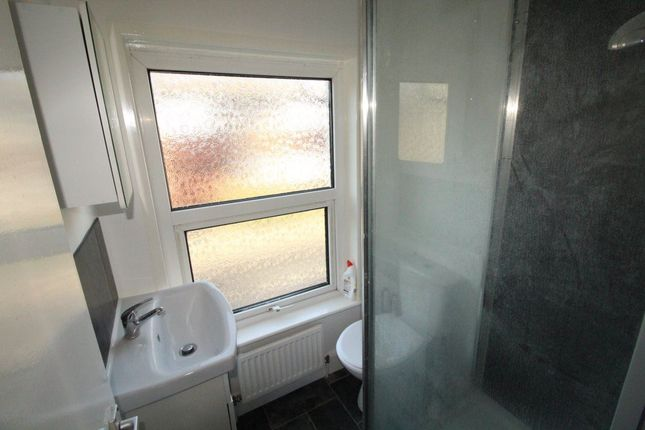 Flat to rent in Stanley Street, Luton