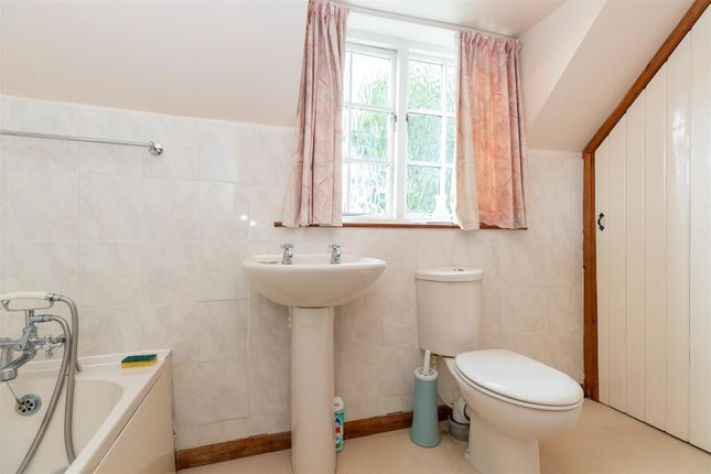 CV348Xg-30 of Dormer Cottage, Pebworth, Stratford-Upon-Avon CV37