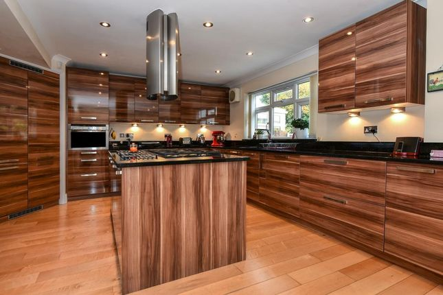 Thumbnail Detached house for sale in Langley, Berkshire