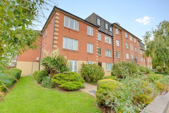 Thumbnail Flat for sale in Homesteyne House, Broadwater Road, Worthing