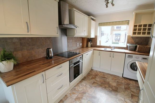2 bed semi-detached house to rent in Autumn Close, Aylesbury, Bucks