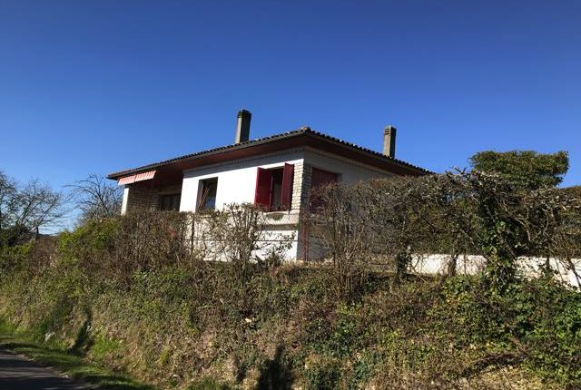 Detached house for sale in Yviers, Chalais, Angoulême, Charente, Poitou-Charentes, France