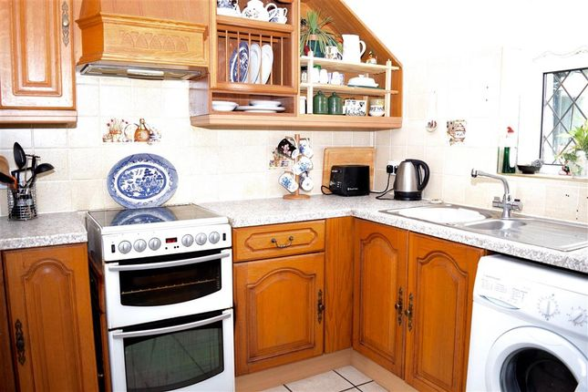 Thumbnail Terraced house for sale in Benover Road, Yalding, Maidstone, Kent