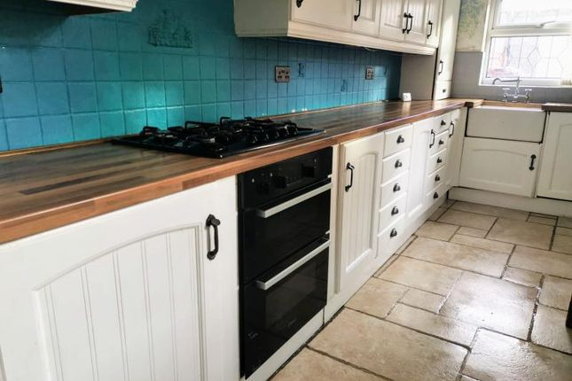 3 bed property to rent in Smawthorne Lane, Castleford WF10