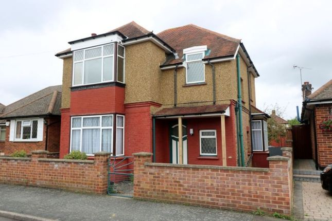 Thumbnail Detached house to rent in South Avenue, Egham
