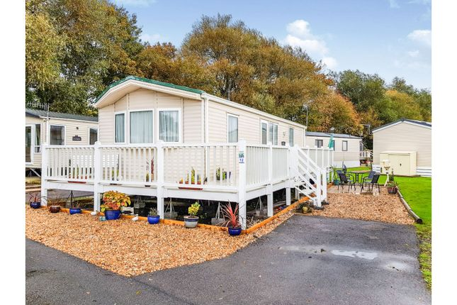 2 bed mobile/park home for sale in Lakeside, Chichester PO20
