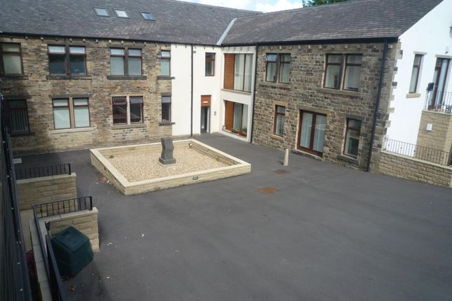 2 bed flat to rent in Wakefield Road, Moldgreen, Huddersfield