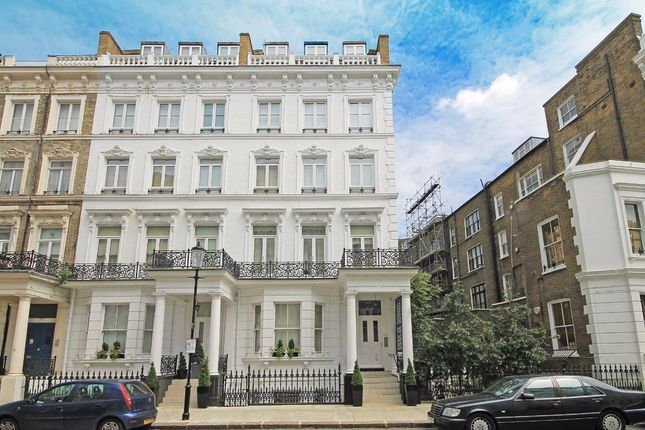 Thumbnail Studio to rent in Templeton Place, London