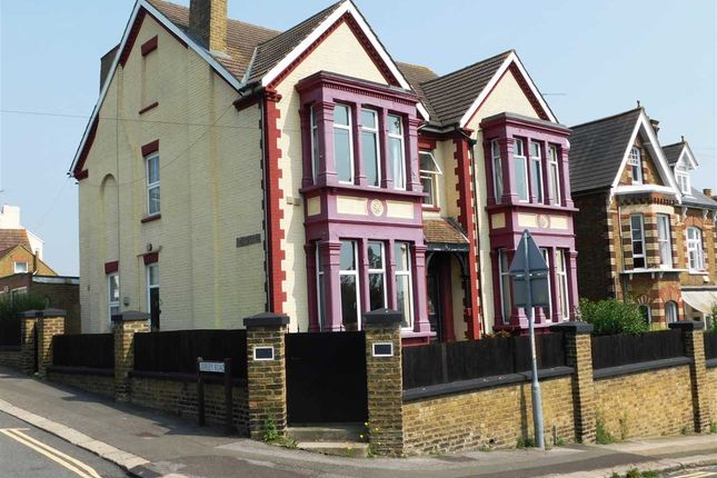 Thumbnail Detached house to rent in Castle View Road, Strood, Rochester