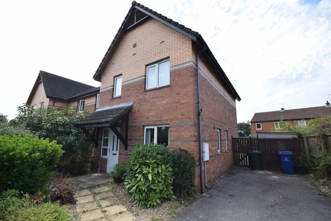 Thumbnail Town house to rent in Shining Cliff Court, Bawtry, Doncaster