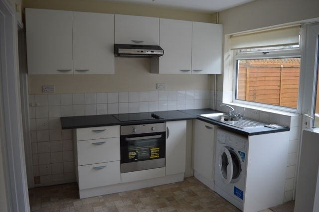 2 bed terraced house to rent in Croftfield Crescent, Newton, Swansea SA3