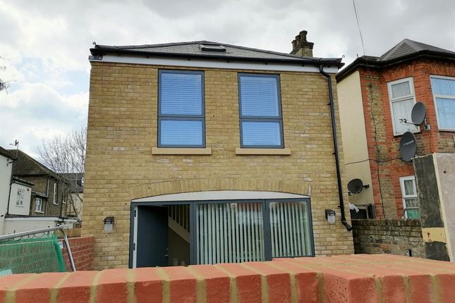 1 bed detached house to rent in Mansfield Road, Ilford, Essex IG1