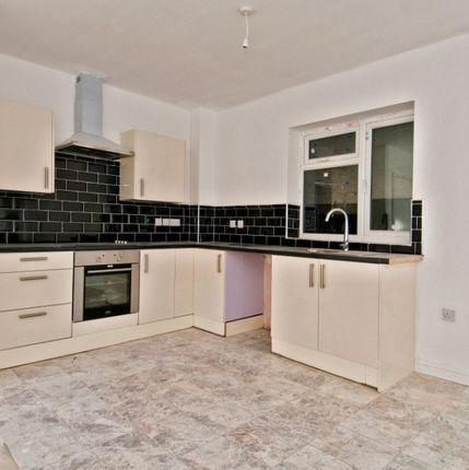 Thumbnail Flat to rent in Kareena Close, Hornchurch