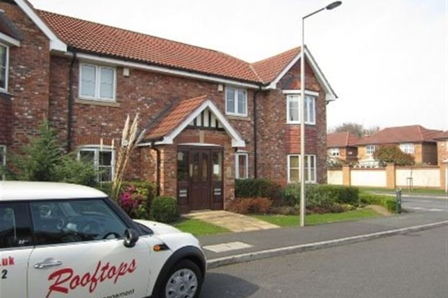 Thumbnail Flat to rent in Bloomfield Close, Cheadle Hulme, Cheshire