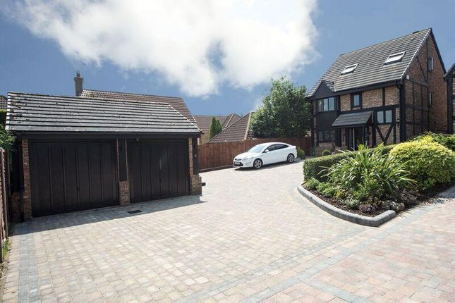 Thumbnail Detached house for sale in Milburn Close, Luton, Bedfordshire