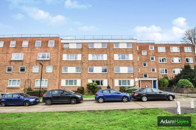 3 bed flat for sale in High Road, London N2