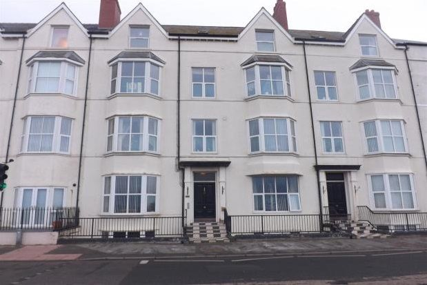 Thumbnail Flat to rent in West Parade, Rhyl