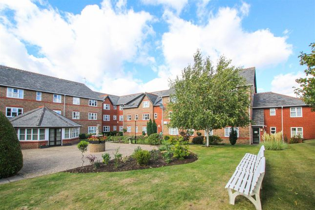 Thumbnail Flat for sale in Eastfield Road, Brentwood