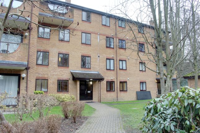 Flat to rent in Campion Close, Croydon