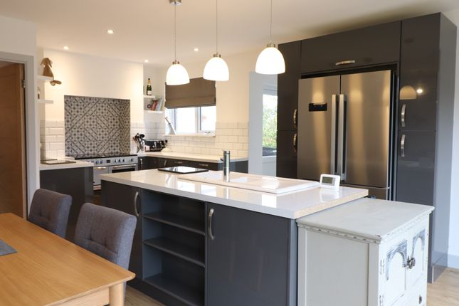 Thumbnail Bungalow for sale in Hobsons Walk, Tring