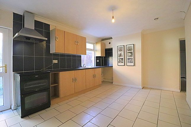 Thumbnail Maisonette to rent in Clapham Road, Bedford