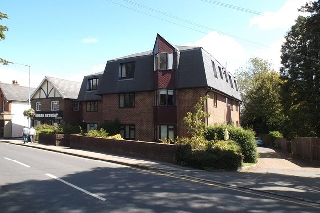 Thumbnail Flat to rent in Croft Road, Crowborough