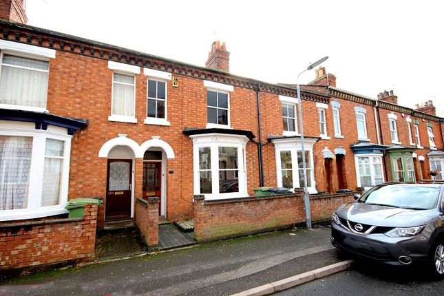 3 bed terraced house to rent in Knox Road, Wellingborough, Northamptonshire. NN8