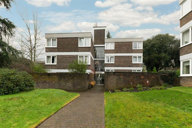 3 bed flat for sale in Salisbury House, Oakfield Estate, Wimbledon Village SW19