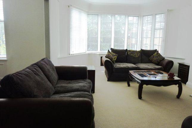 4 bed flat to rent in Selwyn House, Manor Fields, Putney, London