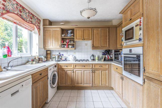 597650 (5) of Thornleas Place, East Horsley, Leatherhead KT24