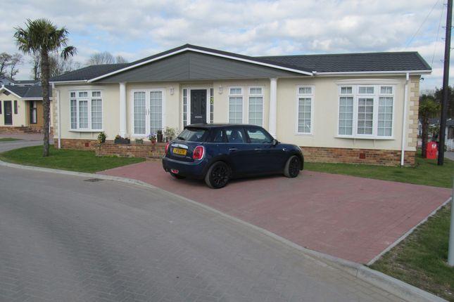 Thumbnail Mobile/park home for sale in Pilgrims Retreat (Ref 5570), Harrietsham, Kent