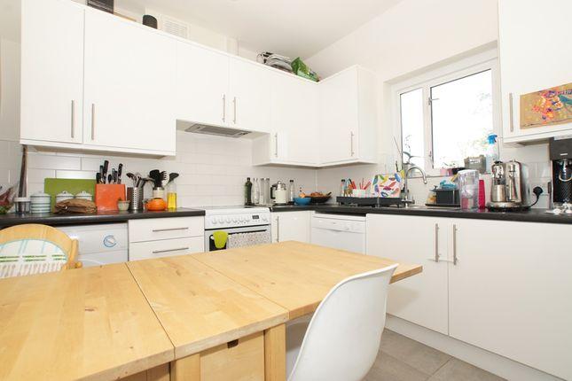 3 bed duplex to rent in Frewin Road, Wandsworth Common