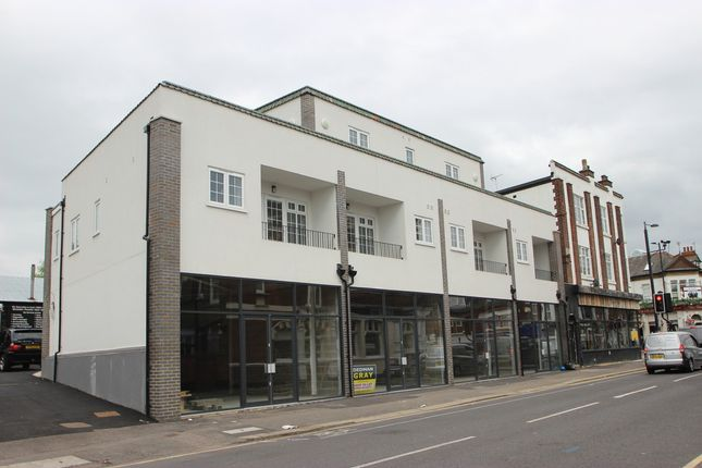 Thumbnail Flat to rent in Canewdon Road, Westcliff-On-Sea