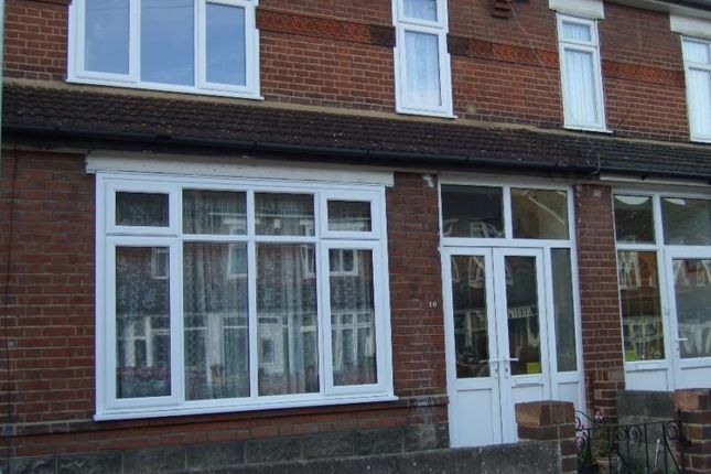 Thumbnail Terraced house to rent in Meadow Road, Gravesend