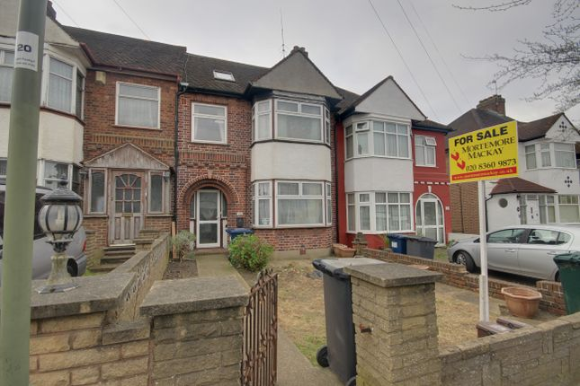 Thumbnail Terraced house for sale in Chase Way, Southgate