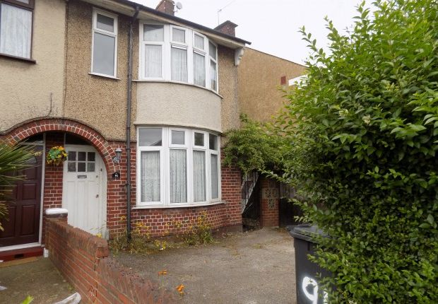 Thumbnail Terraced house to rent in St. Margarets Avenue, Luton