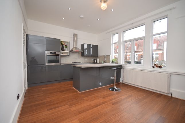 3 bed terraced house to rent in Woolwich Road, London SE10