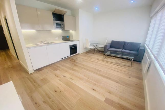 Thumbnail Flat to rent in Mondial Way, Hayes, Middlesex