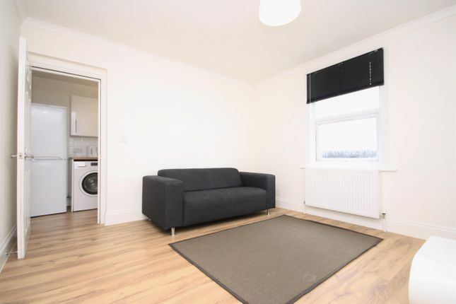 2 bed flat to rent in New Cross Road, New Cross, London SE14