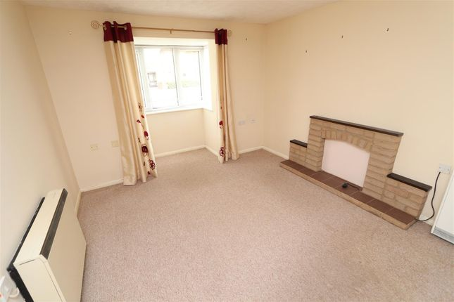 Lounge1 of Ladywell Close, Stretton, Burton-On-Trent DE13