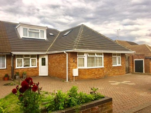 Thumbnail Bungalow for sale in Homedale Drive, Luton, Bedfordshire
