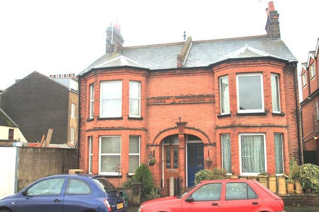 Thumbnail Link-detached house to rent in Park Road, Watford, Hertfordshire