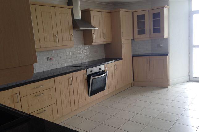 Flat to rent in Warren Road, Torquay