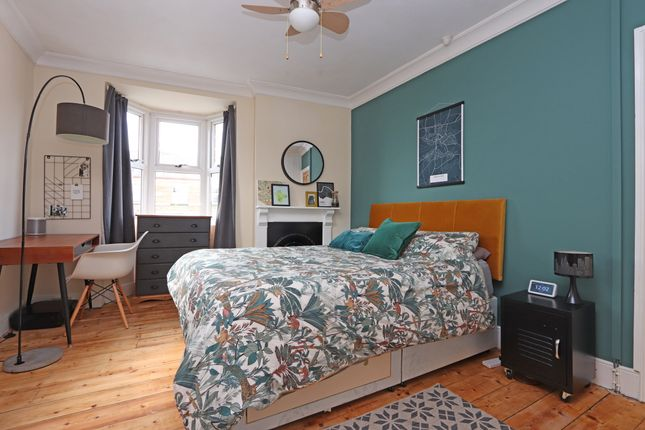 Bedroom 1 of Pen Y Dre, Cullompton EX15
