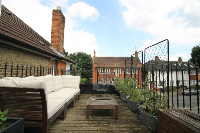 Thumbnail Link-detached house for sale in Queens Avenue, London