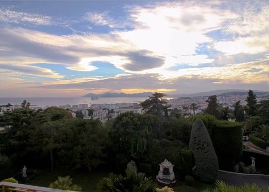 3 bed apartment for sale in Cannes, France
